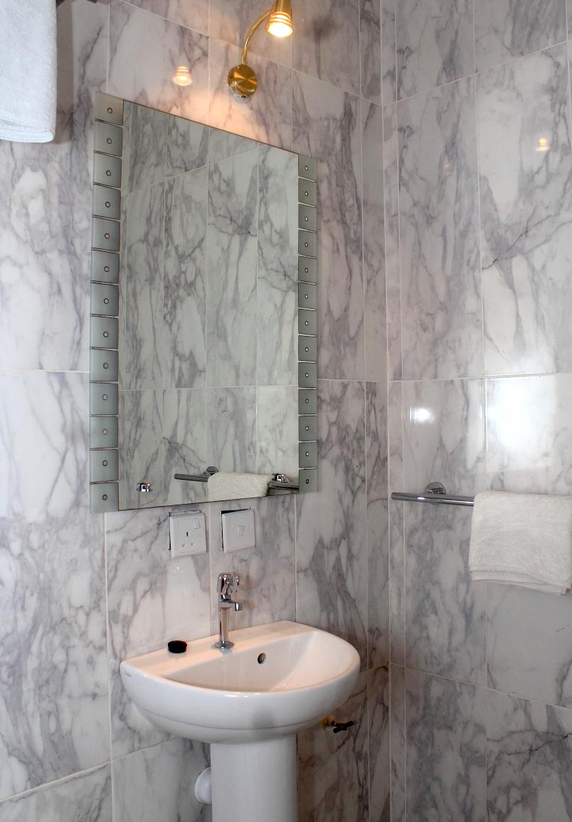 Single-Room-Bath